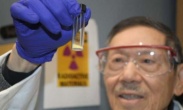 "Chien Wai holds up the vial containing the first gram of ""yellowcake,"" a form of powered uranium that was extracted from seawater. (Source: LCW Supercritical Technologies)"