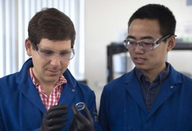 "Engineers Alon Gorodetsky and Chengyi Xu of UCI created a new ""invisible"" material with unique properties, inspired by the squid skin (Source: UCI)"