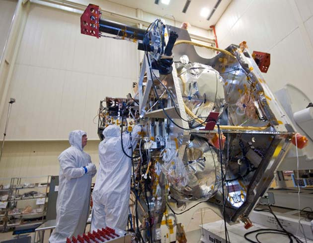 NASA staff wearing cleanroom garments to work on Juno's electronics. (Source: NASA/JPL-Caltech/Lockheed Martin)