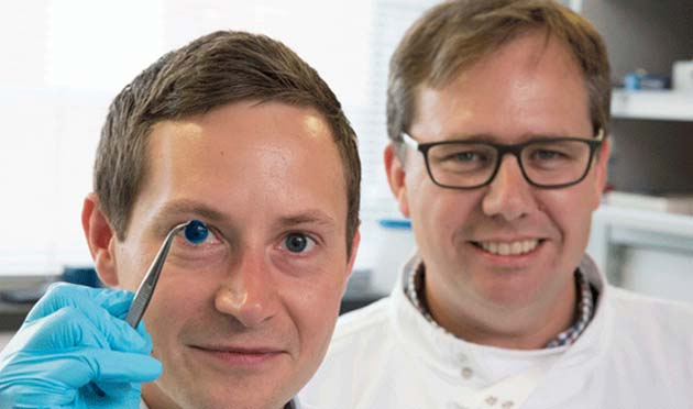The creators, Dr. Steve Swioklo (left) and Prof. Che Connon, holding up their first 3D printed human cornea. (Source: Innovation Toronto)