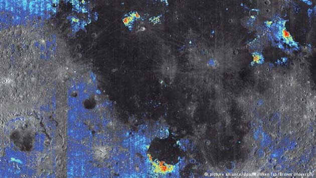 Water reservoirs (in blue) on the moon as seen in this satellite picture. (Source: Brown University)