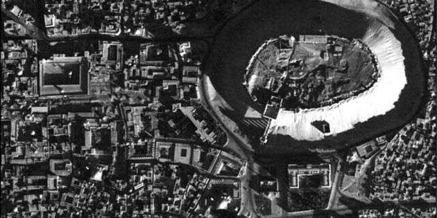 A high-resolution U2 photograph of the citadel in Aleppo, Syria, taken in November 1959. (Source: Emily Hammer and Jason Ur)