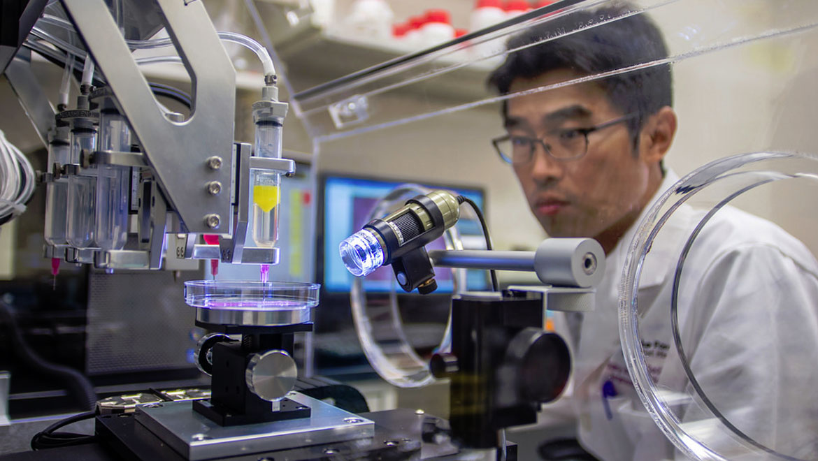 Army invests in 3-D bioprinting to treat injured Soldiers