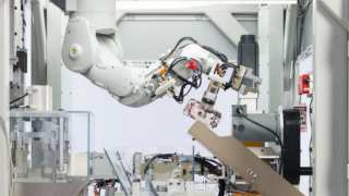"Meet Apple's New Toy: The Robot ""Daisy"" That Can Disassemble 200 iPhones Per Hour"
