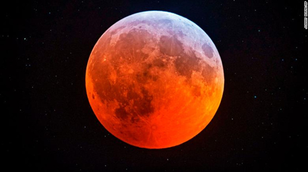 Visual of the super blood moon. (Source: CNN)
